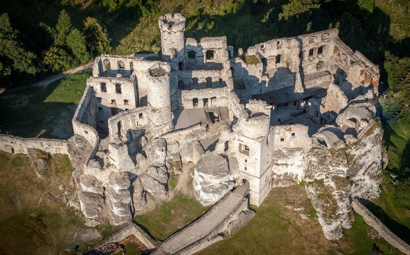 Zamek Ogrodzieniec w Podzamczu – niesamowite gotyckie ruiny 5