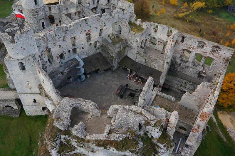 Zamek Ogrodzieniec w Podzamczu – niesamowite gotyckie ruiny 3