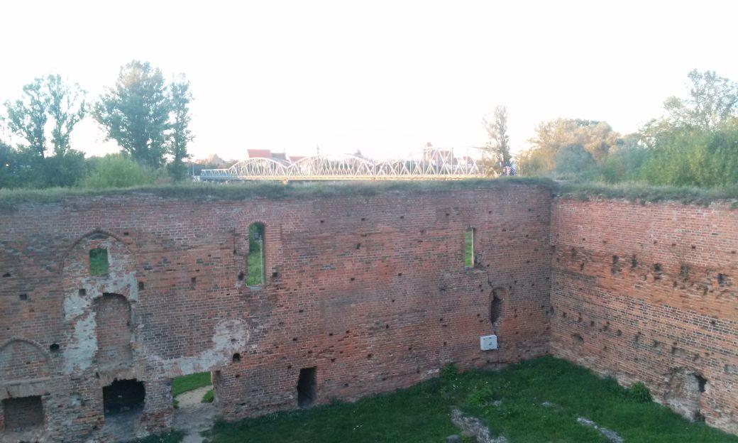 Ruiny Zamek Dybów 6