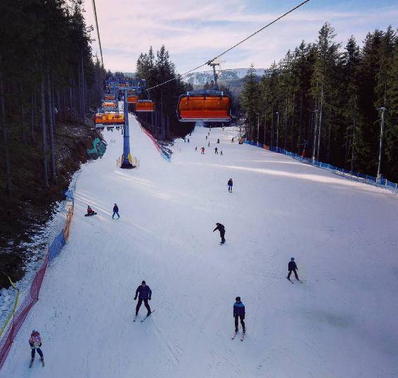 Turystyczny wyciąg narciarski w Białym Jarze
