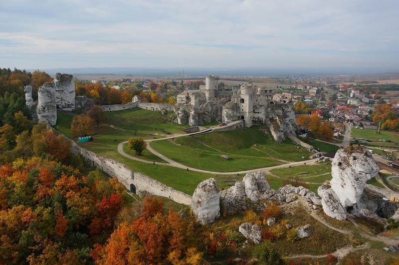 Zamek Ogrodzieniec w Podzamczu – niesamowite gotyckie ruiny 2